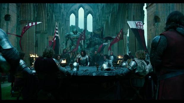 与十二圆桌骑士并肩作战的变形金刚